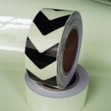 暗い矢パターンPhotoluminescentテープの白熱