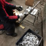 Zoll, der den Platten-Stahl stempelt Teile stempelt