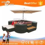 Sofà esterno del rattan impermeabile del PE impostato con l'ombrello del patio (mobilia)