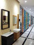 Классическая цельная древесина красного цвета ванной комнате