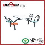 Mesa de jantar de fibra de vidro com cadeira no uso da escola