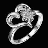 De mooie Geplateerde Ring van de Juwelen van de Bloem van het Hart van de Liefde van Charmes In het groot Zilver