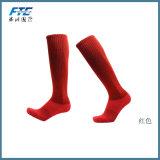 La alta rodilla pega calcetines del balompié de los deportes