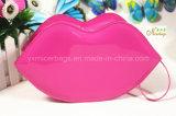 La vente en gros Shinny le sac de produit de beauté de bouche formé par lèvre de PVC