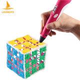 아주 흥미로운 아이 장난감은 3D 제도용 펜을 놓았다