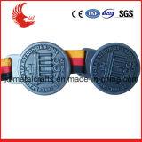 Médaille faite sur commande bon marché de récompense en métal de type populaire avec la lanière