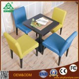 Le café public Table et chaise en bois