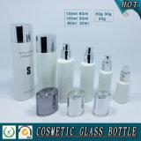 Produits de beauté en verre colorés blancs bouteille et choc crème en verre de produit de beauté
