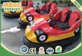 Adulte ou gosses se précipitant des conduites d'intérieur d'amusement de véhicules à vendre