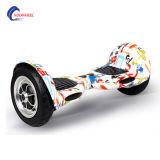 リモートが付いている電気スクーターの小型自己のバランスをとるスクーター