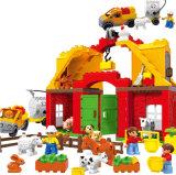 Kind-glücklicher Bauernhof-kreatives Block-Spielzeug