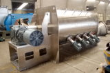 O profissional fertiliza a máquina do misturador