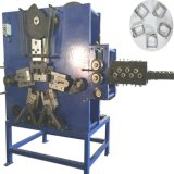 Metal mecânico automático que prende com correias a curvatura do fio que faz a máquina