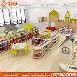 Ambiant salle de classe préscolaire de meubles de pin de nature de matériaux pour des gosses