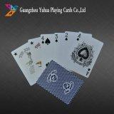 Tarjetas que juegan del póker de lino profesional del casino