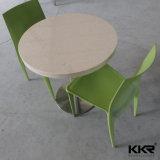 Café personalizado ao redor da mesa de pedra de superfície sólida