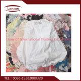 Abbigliamento usato di buona qualità misto per l'esportazione