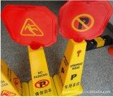 Plastikverkehrs-Kegel mit warnenden Zeichen