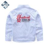 刺繍および印刷を用いる100%とかされた綿の子供のワイシャツの/Boy ' sのワイシャツ