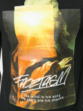 남자의 까만 면에 의하여 인쇄되는 t-셔츠