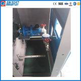 La lavanderia lavora la macchina per stirare alla macchina di Flatwork