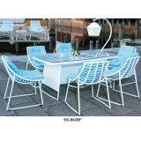 Muebles franceses del estilo del patio al aire libre con cuatro sillas