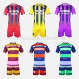 Uniformi di calcio sublimate abitudine del commercio all'ingrosso della camicia di gioco del calcio del pullover di calcio della Taiwan per le squadre