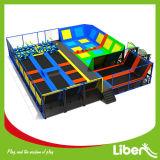 Trampoline interno comercial das crianças da aro de basquetebol