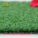 Prato inglese artificiale verde dell'erba di svago del campo per mini golf