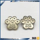 China melhor qualidade em metal prateado Dog Monograma Pin de lapela de Garra do MOM