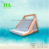 大人の膨脹可能な水跳躍袋が付いている浮遊プラットホームのおもちゃ