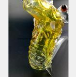 Gelber GlasHuka-Drache, der Glaswasser-Rohr formt