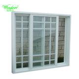 Белой рамкой одной стекла окна UPVC с грилем