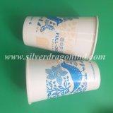 Copos de papel bebendo descartáveis da água do chá do café dos utensílios de mesa