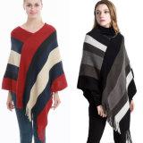 여자의 판초 크로셰 뜨개질 숄 숙녀 니트 판초가 최신 인기 상품 형식에 의하여 테를 둘렀다