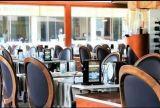 Комплект обеда и батарея телефона Partable для черни Using меню обедая таблицы
