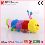 Los juguetes animales suaves coloridos rellenaron la oruga