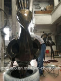 屋外の装飾的な金属の青銅の孔雀の彫刻の黒の金