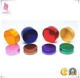 さまざまなカラーの装飾的な瓶のふた