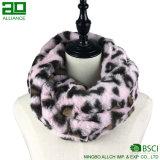 冬の方法のどの毛皮のSnoodのスカーフ