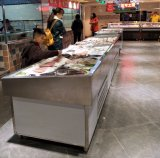 De Diepvriezer van de Vertoning van de Vissen van de Zeevruchten van de supermarkt