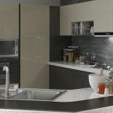 Ue-förmig hölzerne Lack-Küche-Schränke mit großem Stab-Kostenzähler (OP15-L10)
