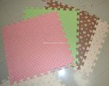 Couvre-tapis mou en bois de puzzle de mousse de /Home de couvre-tapis de tuiles de jouet de puzzle pour des gosses, couvre-tapis d'intérieur de puzzle