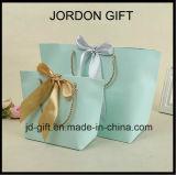 O costume imprimiu os sacos de compra de papel do presente dos punhos luxuosos baratos da fita com seu próprio logotipo