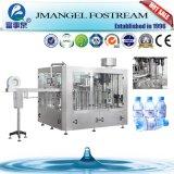 Entièrement automatique bouteille Pet rotatif de l'eau minérale de rinçage et remplissage le plafonnement de la machine à laver