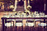 Chiavariの椅子(YC-A56)をスタックする銀製結婚式
