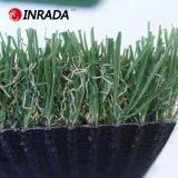 مرج اصطناعيّة يرتّب عشب مسيكة اصطناعيّة لأنّ حدود