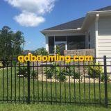 Con la recinzione domestica di alluminio saldata del giardino del comitato della rete fissa
