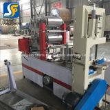 Un pañuelo de papel plegado automático de relieve la servilleta que maquinaria
