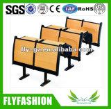 Etapa de qualidade de mesa e cadeira situado na universidade (SF-04H)